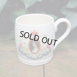"""画像1: MYOTT """"Queen Elizabeth II Coronation"""" mug cup"""