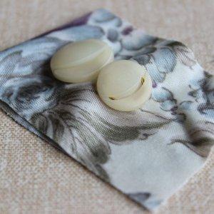 画像2: Vintage buttons from England