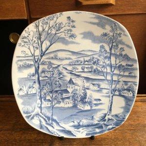 """画像1: Midwinter """"Happy Valley"""" plate designed by Jessie Tait"""